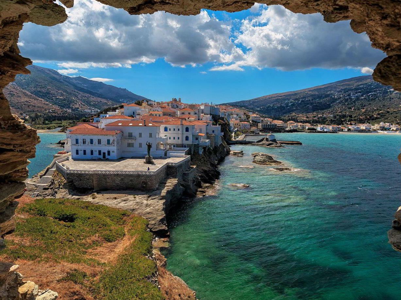 """Άνδρος: μια """"βόλτα"""" από ψηλά στο αρχοντικό νησί των Κυκλάδων"""