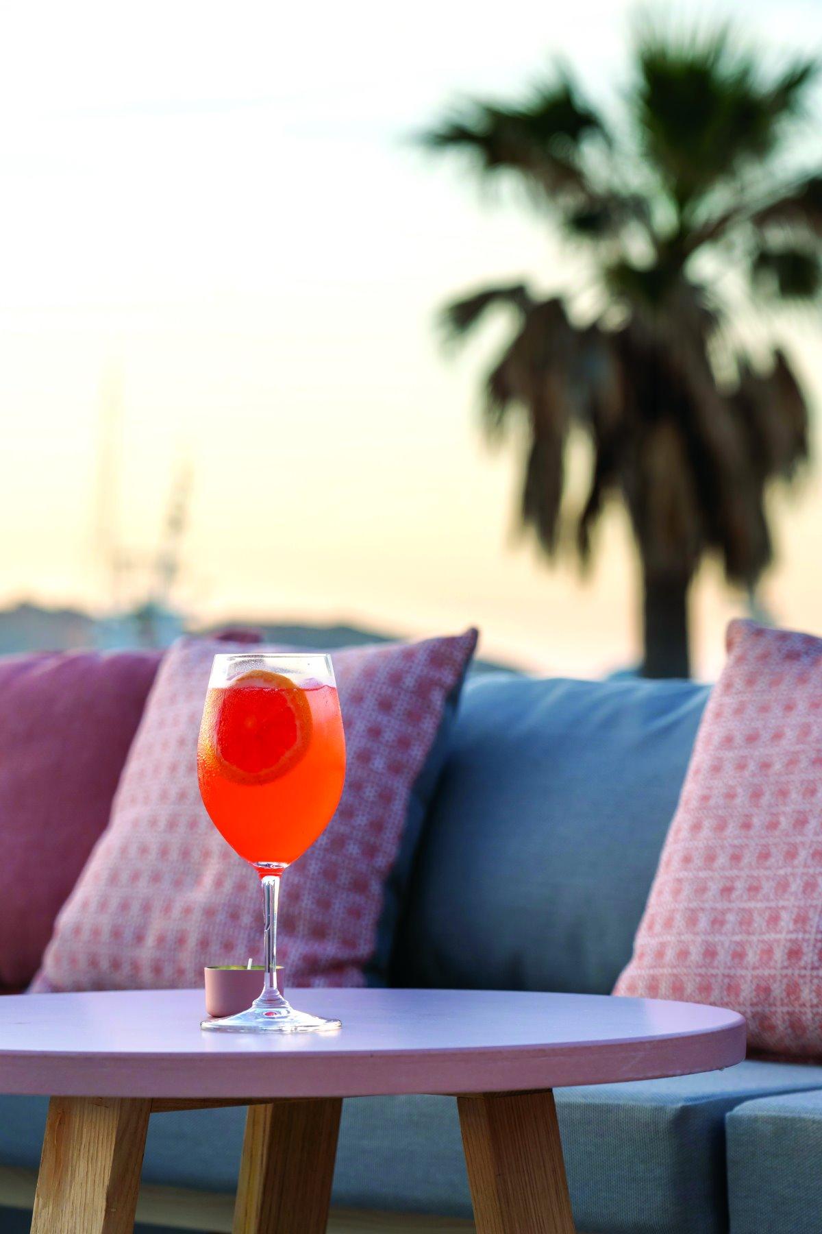 Το cocktail bar του Karino στη Νάουσα, Πάρος