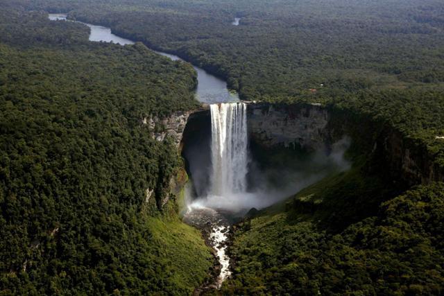 Οι 10 πιο συγκλονιστικοί καταρράκτες του πλανήτη