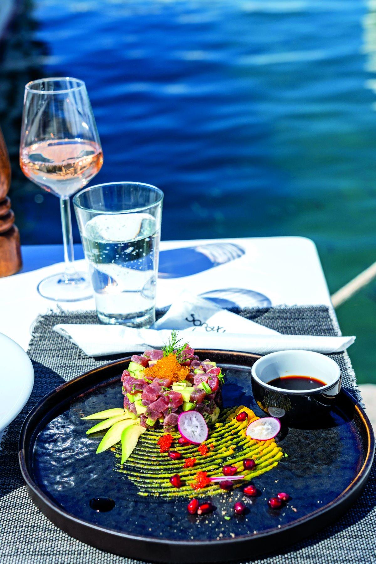 Γεύμα στο Σιγύ Ιχθύος δίπλα στη θάλασσα Νάουσα Πάρος