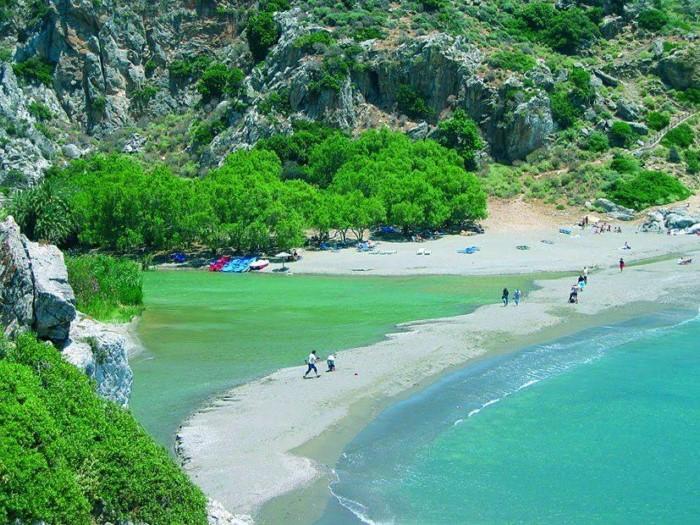 Ποια ελληνική παραλία θυμίζει όαση της Αφρικής; (photos)
