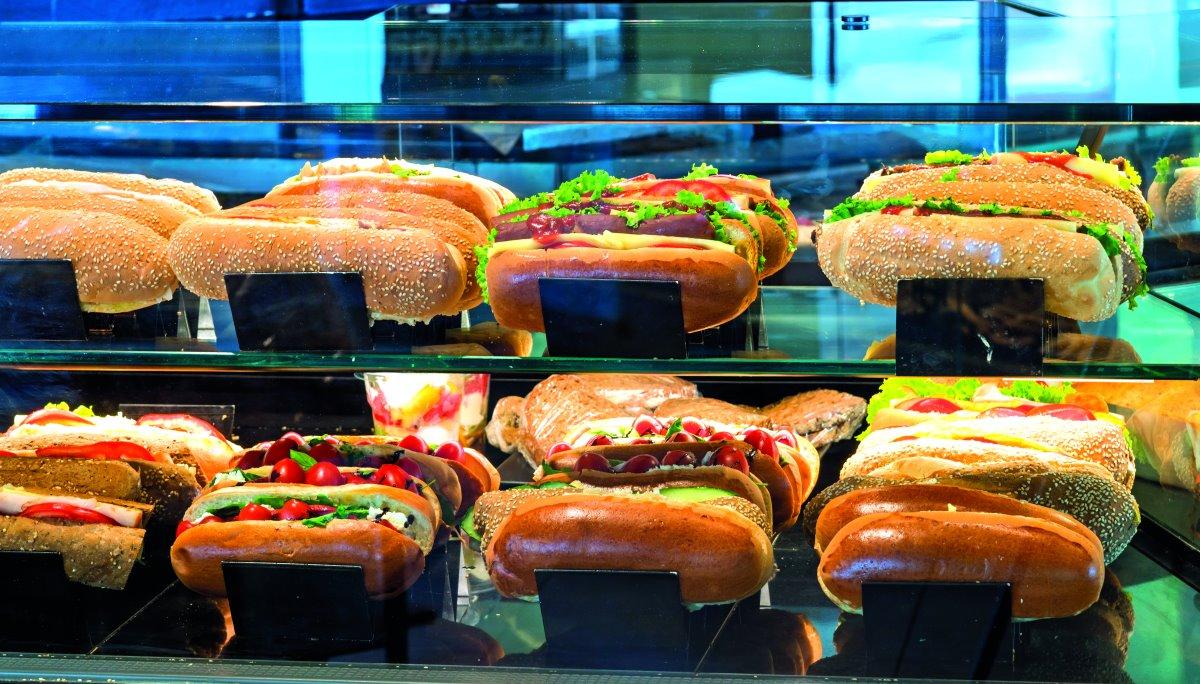Ολόφρεσκα σάντουιτς καθημερινά στις βιτρίνες του Ραγκούση