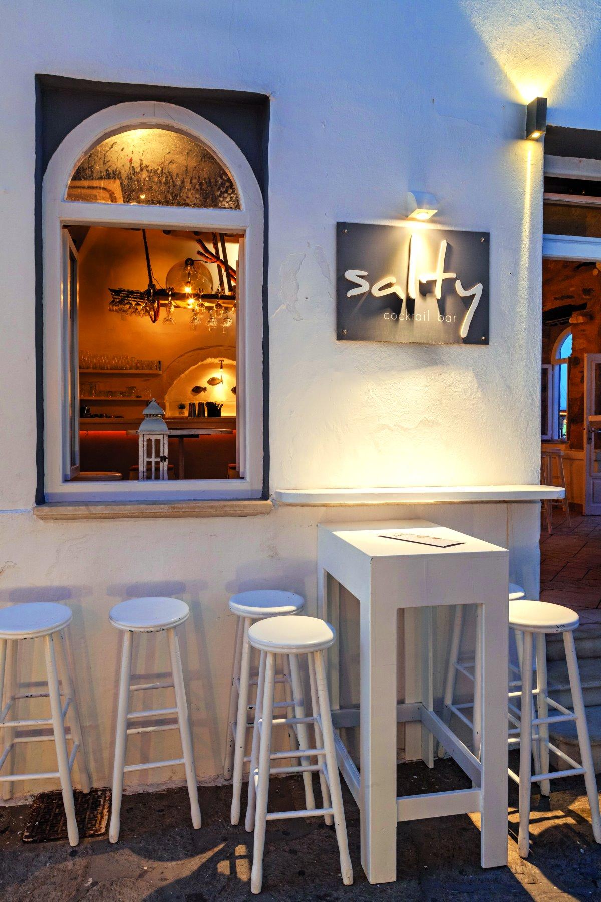 Το γνωστό cocktail bar Salty στο Λιμανακι της Νάουσας