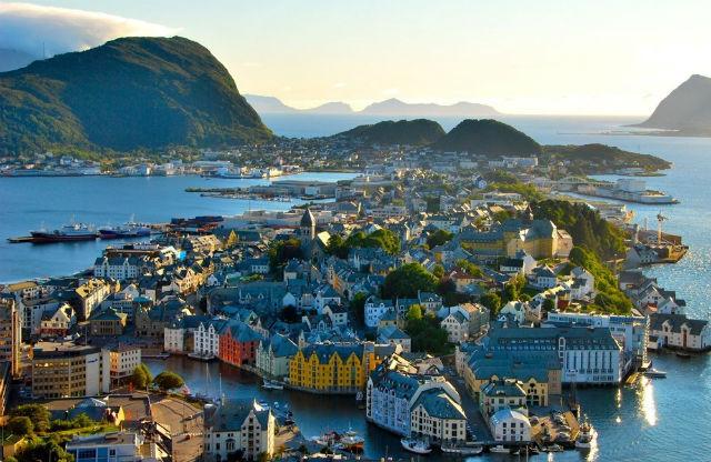 Η περίτεχνη αρχιτεκτονική του Άλεσουντ στη Νορβηγία