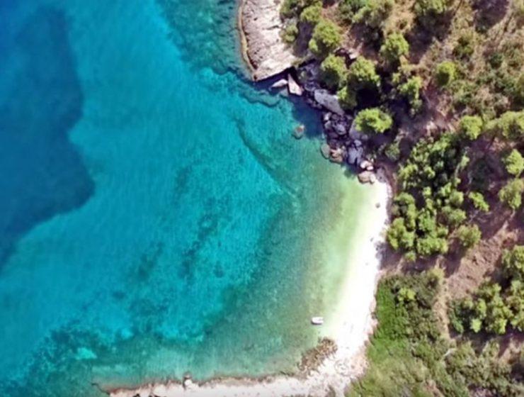 Μικρό Πήλιο: Η άγνωστη παραλία της Αττικής σας καλεί να την ανακαλύψετε!