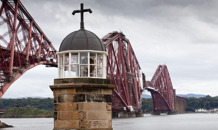 Από τη μαγική Σκωτία μέχρι το πασίγνωστο Λονδίνο- Φωτογραφίες από τα 10 πιο μικρά άλλα άκρως εντυπωσιακά κτίρια