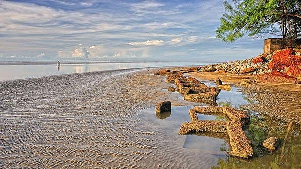 Μοναδικό φαινόμενο! Δείτε την παραλία όπου η θάλασσα εξαφανίζεται