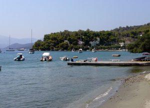 Μεγάλη Νεώριος: η πιο γραφική παραλία του Πόρου