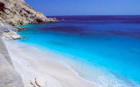 Πέντε παραλίες στην Ικαρία που πρέπει να κολυμπήσετε στα νερά τους