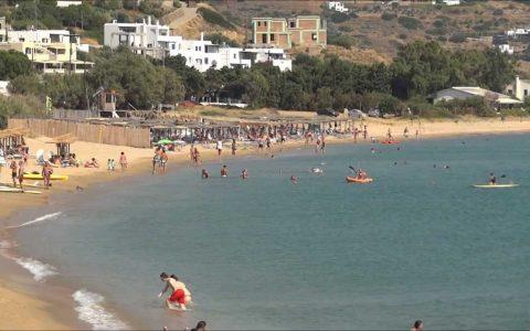 Αυτή είναι η πιο μεγάλη παραλία της Άνδρου- Κολυμπήστε στα πεντακάθαρα νερά της