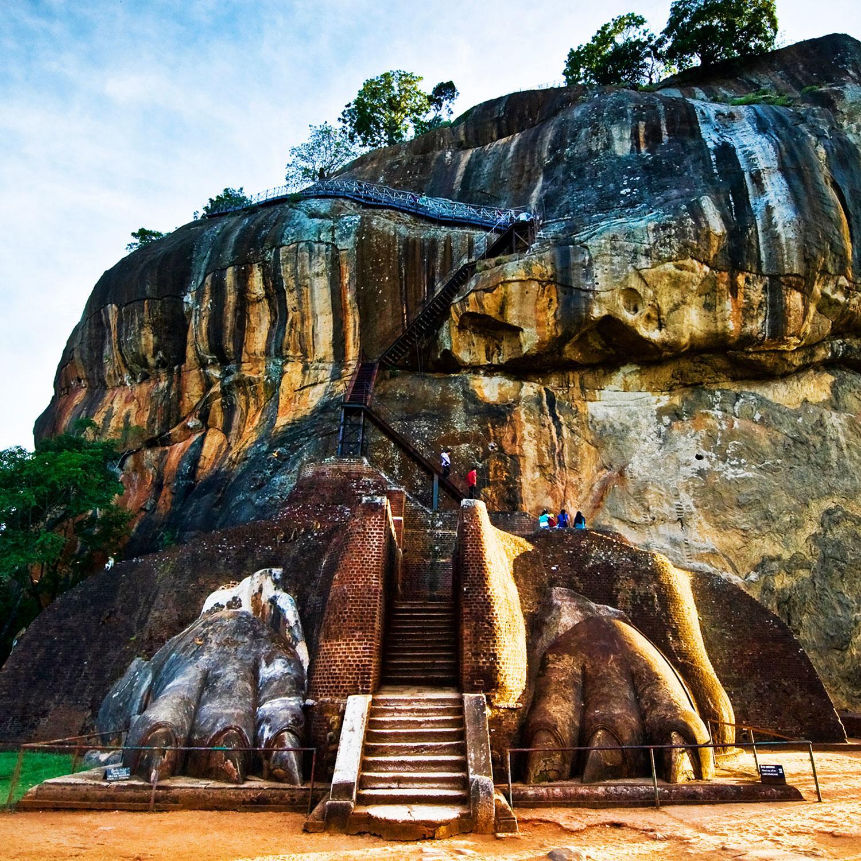 Από την Κίνα μέχρι την Ισπανία, δείτε τις πιο εντυπωσιακές σκάλες του πλανήτη