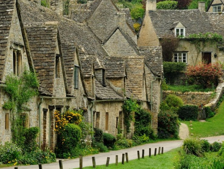 Bibury: Το παραμυθένιο χωριουδάκι που θα πρέπει να επισκεφτείτε έστω και μια φορά στη ζωή σας