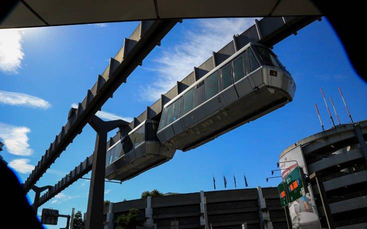 Δείτε το εντυπωσιακό εναέριο τρένο στο αεροδρόμιο του Ντισελντορφ