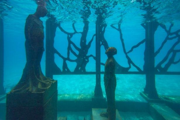 Δείτε το πρώτο ημι-βυθισμένο μουσείο στον κόσμο
