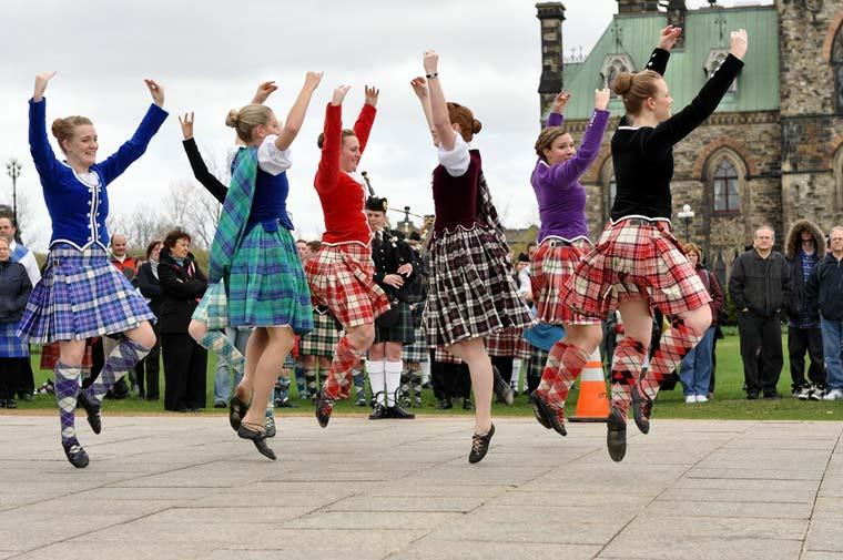 Γνωρίζετε ποιες είναι οι πιο φιλόξενες χώρες του πλανήτη; Γιατί η Σκωτία θεωρείται ο «Βασιλιάς της φιλοξενίας»;