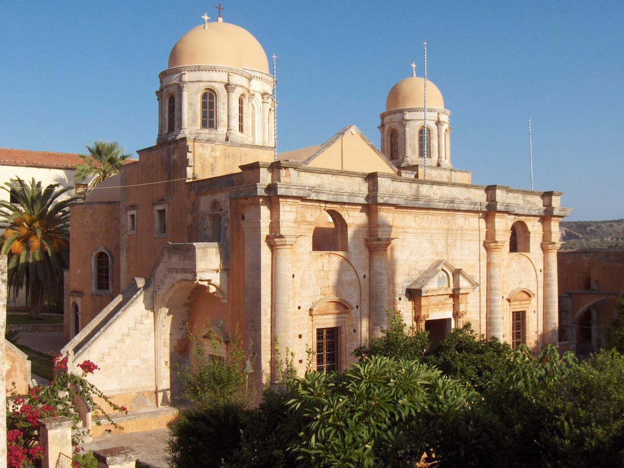Η Μονή Αγίας Τριάδας Τζαγκαρόλων: Το πιο γνωστό Μοναστήρι της Κρήτης