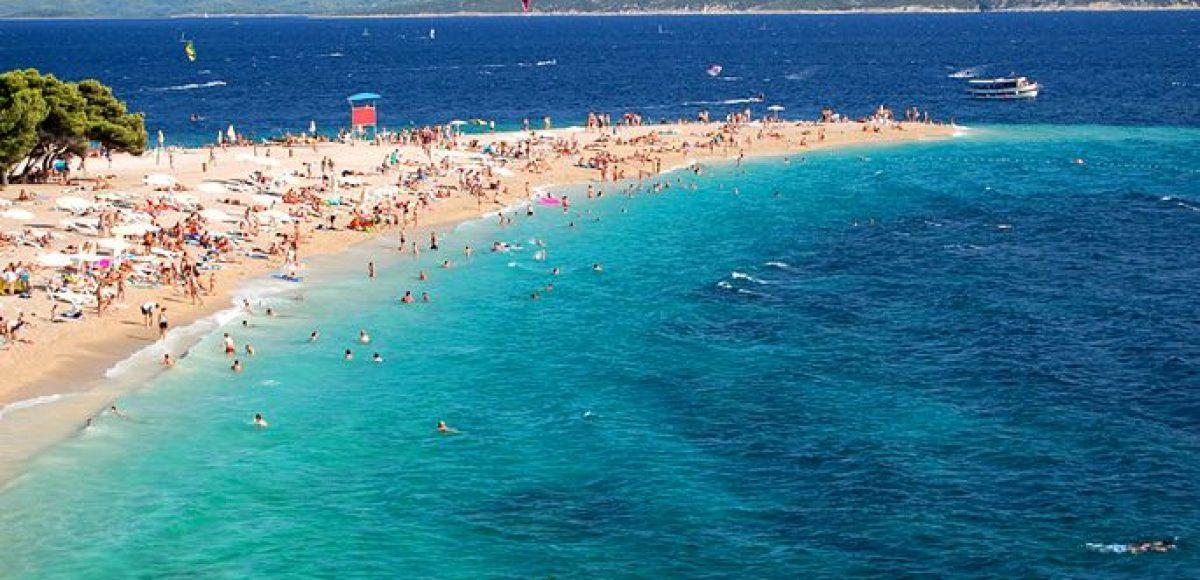 Βουτιές στις πιο περίεργες παραλίες του κόσμου