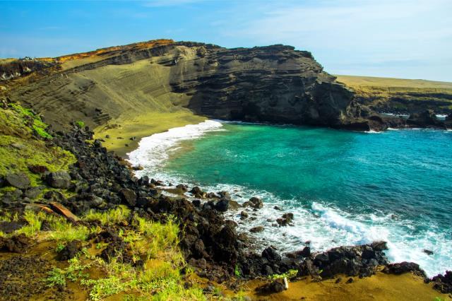 Παραλία με πράσινη άμμο