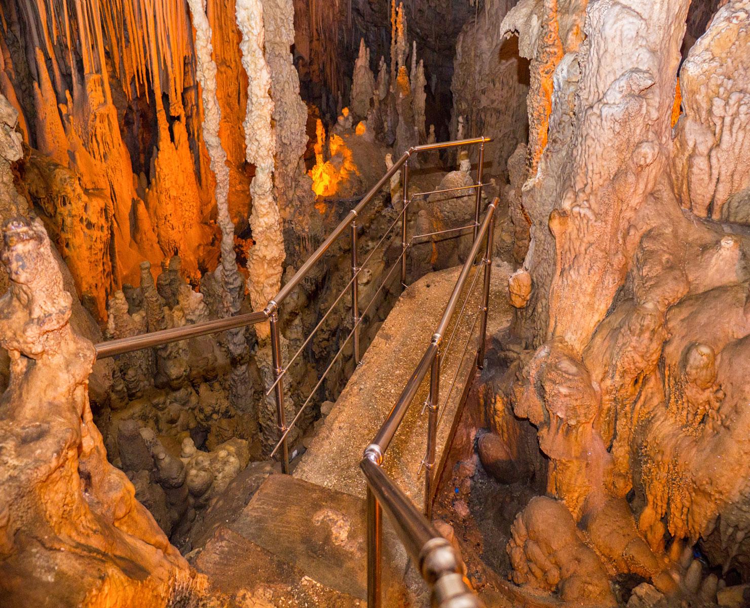 Σπήλαιο Περάματος: Tαξίδι στα έγκατα της γης