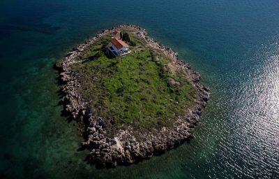 Τα πασίγνωστα νησάκια της Ιτέας- Γιατί ξεχωρίζει ο Άγιος Δημήτριος