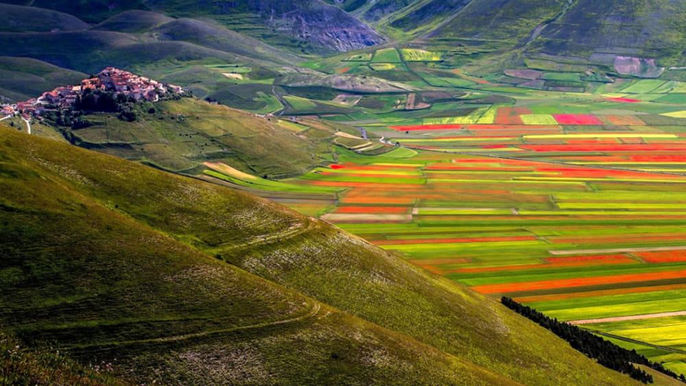 CASTELLUCCIO- Το πανεμόρφο χωριό της Ιταλίας με την απίστευτη θέα!!!