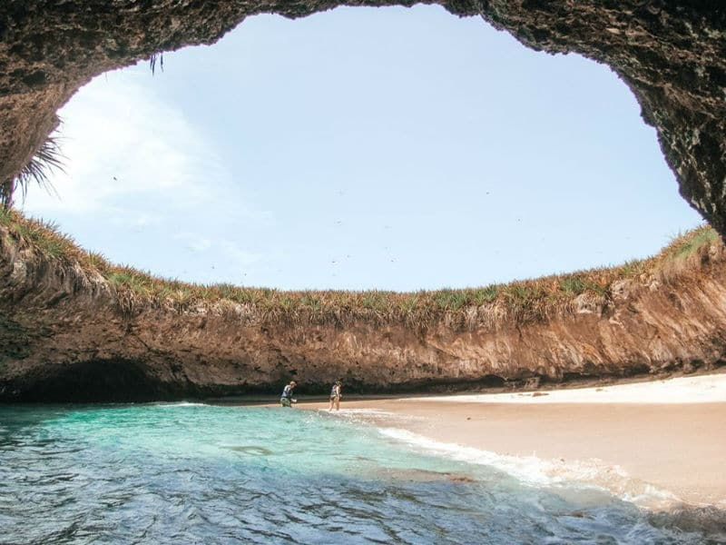 Το απόλυτο θαύμα της φύσης: Παραλία κρυμμένη σε βουνό!