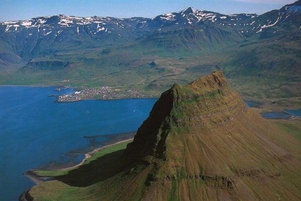 Από Νεπάλ μέχρι Ισλανδία: Tα top10 πιο όμορφα βουνά του πλανήτη