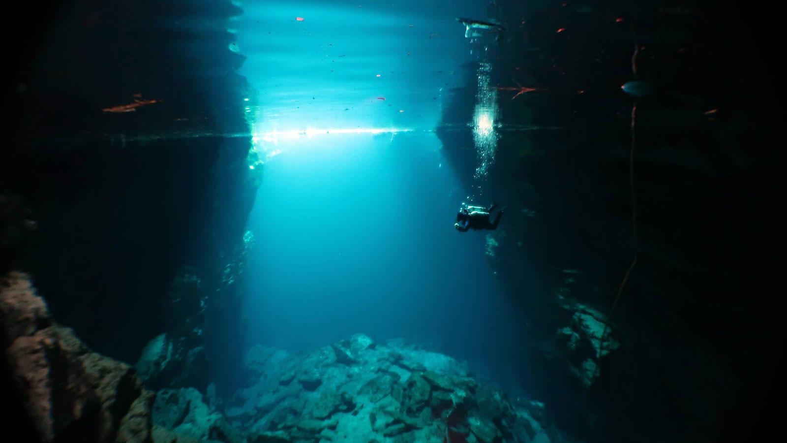 Οι δυο θαλάσσιες σπηλιές που έχουν συγκλονίσει τους πιο τολμηρούς ταξιδιώτες!!!