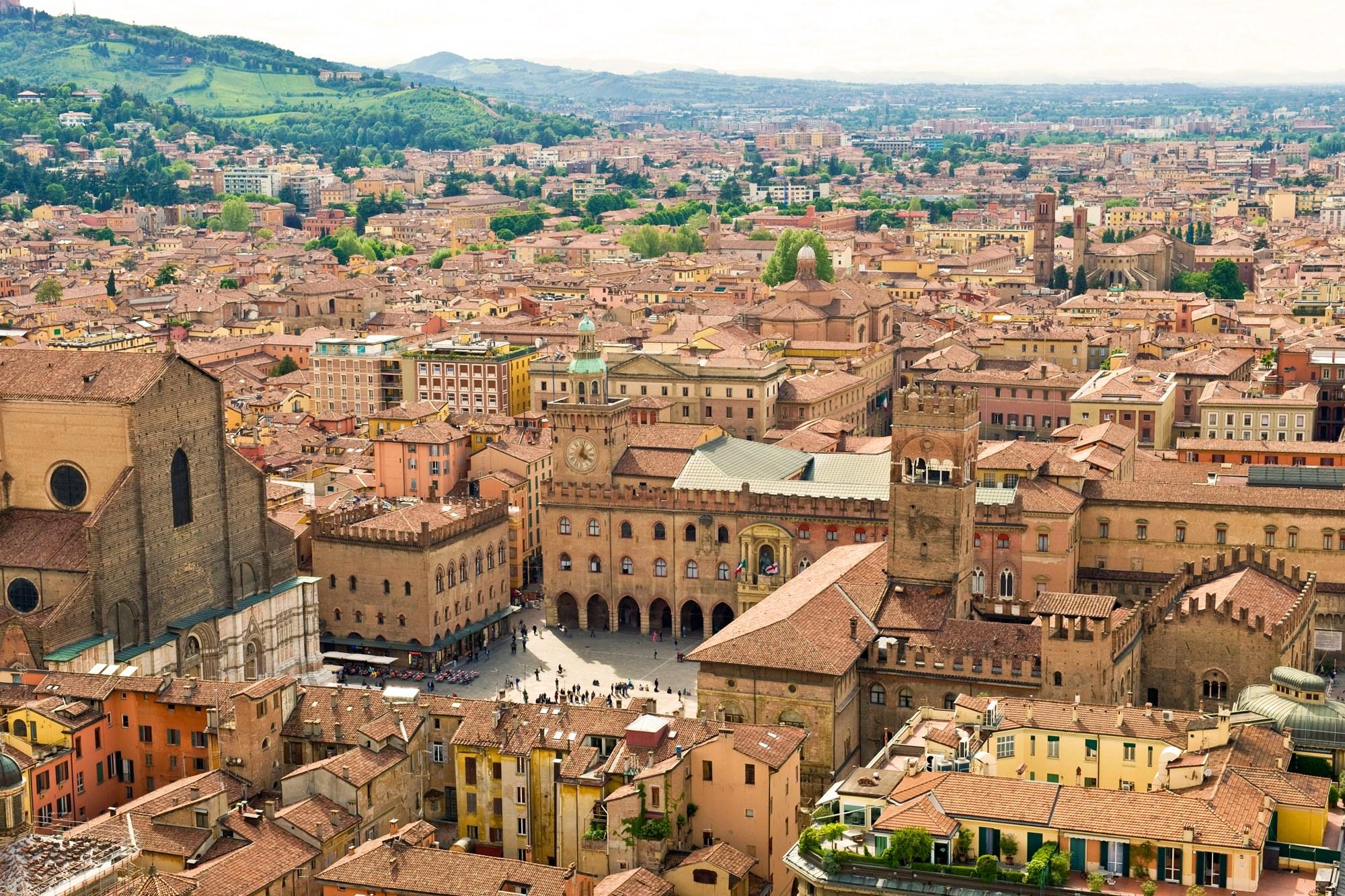 Μπολόνια: Υπάρχουν σημαντικοί λόγοι για να επισκεφτείτε την Ιταλική πόλη