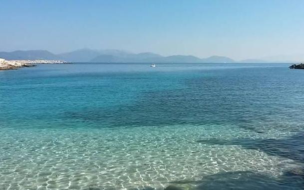 Τολμάτε να κολυμπήσετε;- Αυτή είναι η πιο κρύα παραλία της Ελλάδας που το νερό της δεν ζεσταίνει ποτέ...