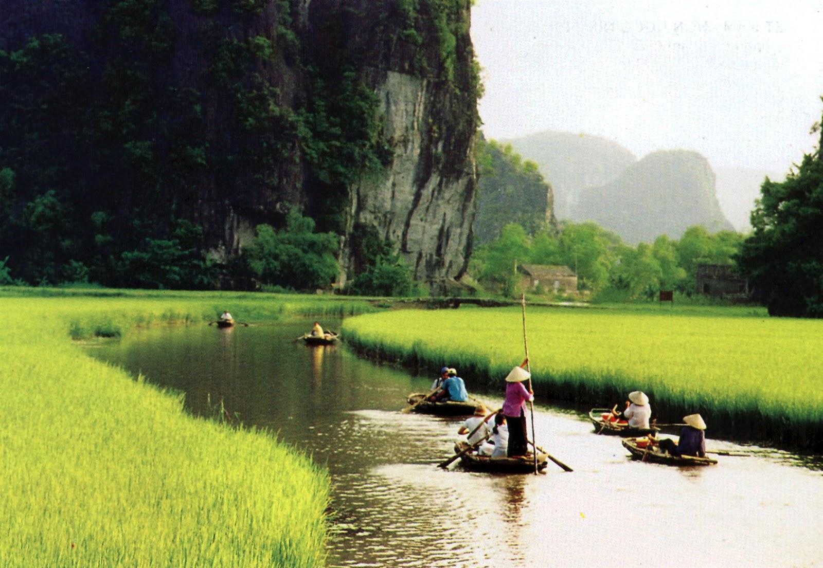 Ninh Binh: Το παραδεισένιο σκηνικό που ΔΕΝ θα ξεχάσετε