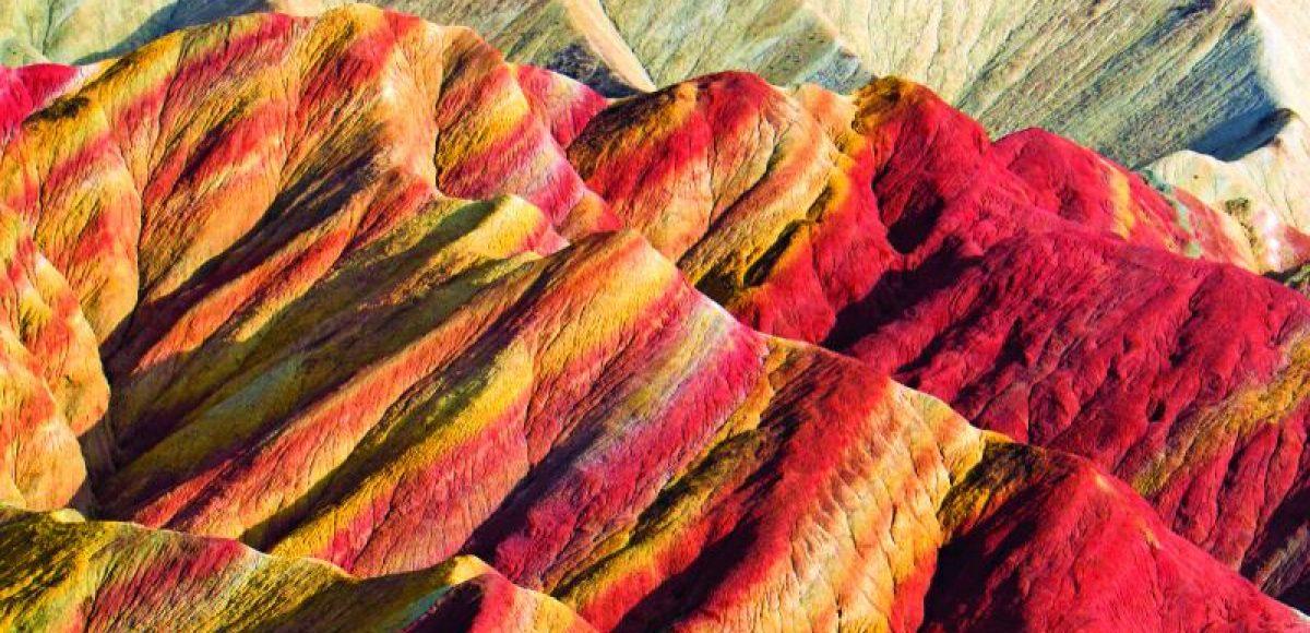 Zhangye Danxia: Ένα από τα θαύµατα της φύσης με τους ΠΟΛΥΧΡΩΜΟΥΣ βράχους (ΔΕΙΤΕ VIDEO)