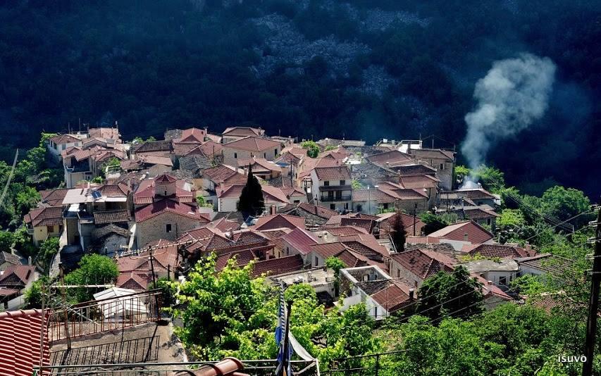Σε απόσταση 180χλμ από την Αθήνα- Γνωρίστε το μαγικό χωριό που θυμίζει νησί!!!