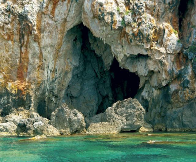 Σπηλιές Σύβοτα