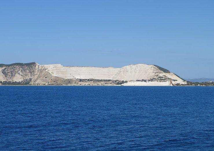 Το άγνωστο αλλά πανέμορφο νησί του Αιγαίου, με τις εντυπωσιακές παραλίες και τους ελάχιστους κατοίκους