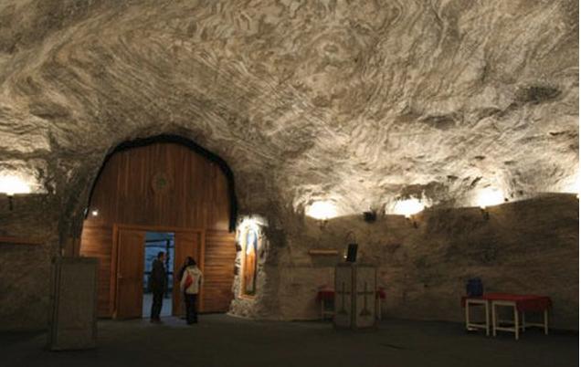 Ο εντυπωσιακός υπόγειος ναός της Αγίας Βαρβάρας φτιαγμένος από… ΑΛΑΤΙ…