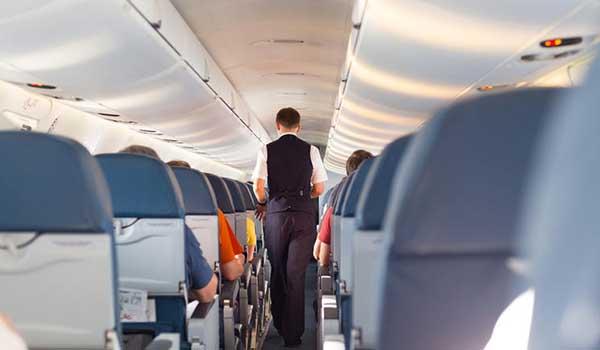 ΑΠΟΚΑΛΥΨΗ: Γιατί ο πιλότος δεν τρώει ΠΟΤΕ το ίδιο φαγητό με τον συγκυβερνήτη και τους υπόλοιπους επιβάτες