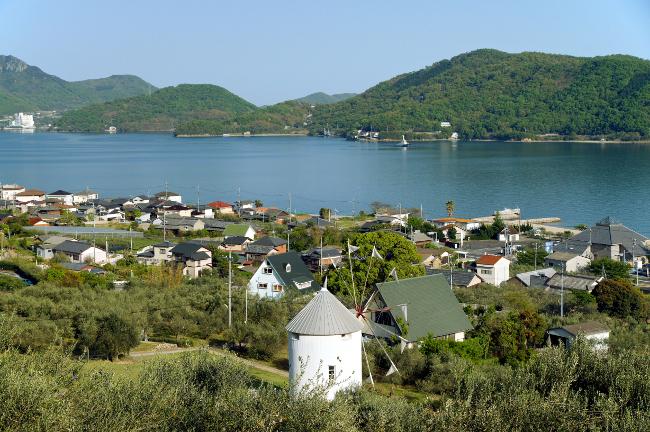 Το πανέμορφο νησί της Ιαπωνίας που το τοπίο της θυμίζει Ελλάδα