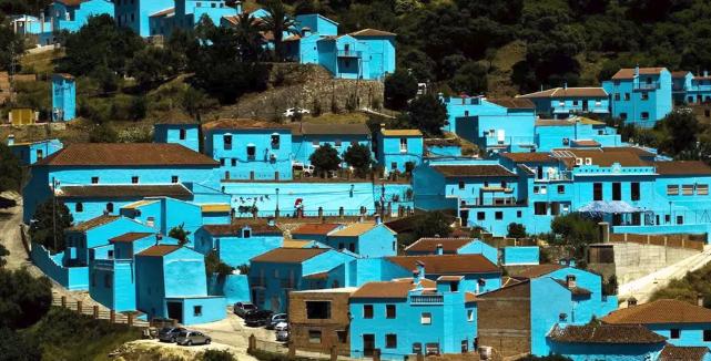 Αυτό είναι το πιο όμορφο «μπλε» χωριό!