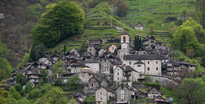 Το χωριό των 12 κατοίκων που κατάφερε με μια πανέξυπνη κίνηση να μην σβήσει από τον χάρτη!