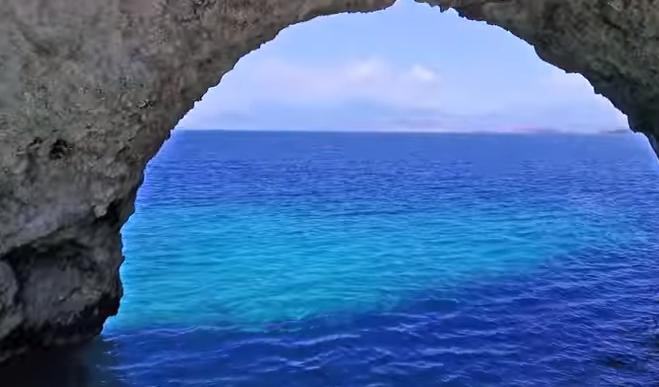 Ο ήλιος δεν ανατέλλει ποτέ σ' αυτή την παραλία (video)