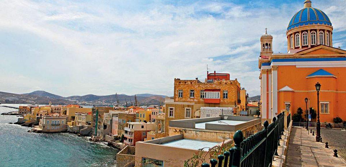 Σύρος: Το πανέμορφο ελληνικό νησί που σε τραβάει σαν μαγνήτης και το Χειμώνα