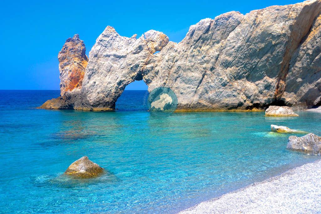 Αυτή η πανεμορφη παραλία βρίσκεται στην χώρα μας και είναι διάσημη σε ολόκληρο τον πλανήτη για έναν μοναδικό λόγο