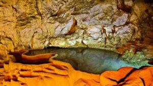 Σπήλαιο Λιμνών: Το σπάνιο γεωλογικό φαινόμενο που είναι το  το μοναδικό στον κόσμο και προκαλεί θαυμασμό!