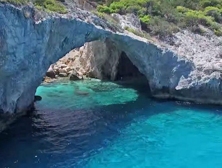 Η σπηλιά της Φώκιας, Κορινθία