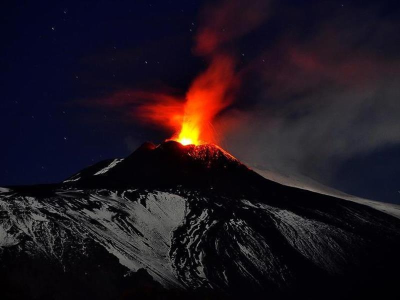 Σενάριο που κόβει την ανάσα: Tι συμβαίνει με το ηφαίστειο της Αίτνας; «Γλιστράει» προς το Ιόνιο