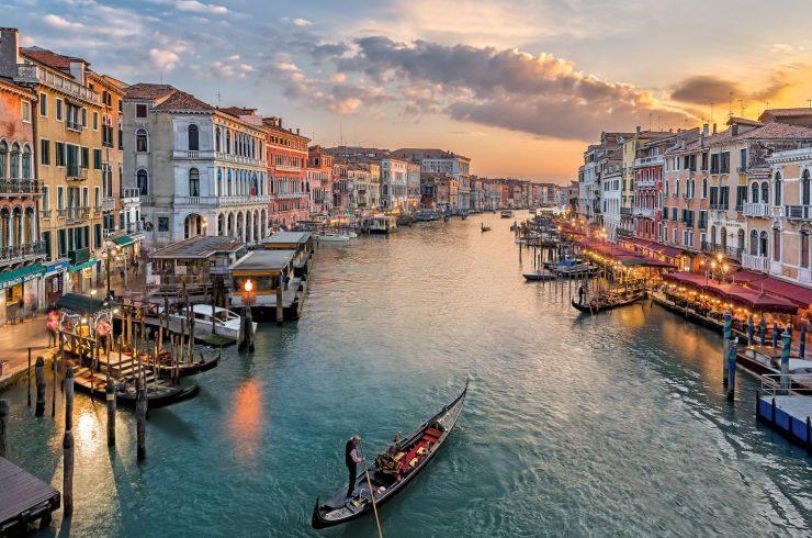 78 ημέρες και ΣΗΜΕΡΑ για τα Χριστούγεννα- Γνωστή αεροπορική εταιρεία σε στέλνει στη Βενετία στις γιορτές με 43ευρώ