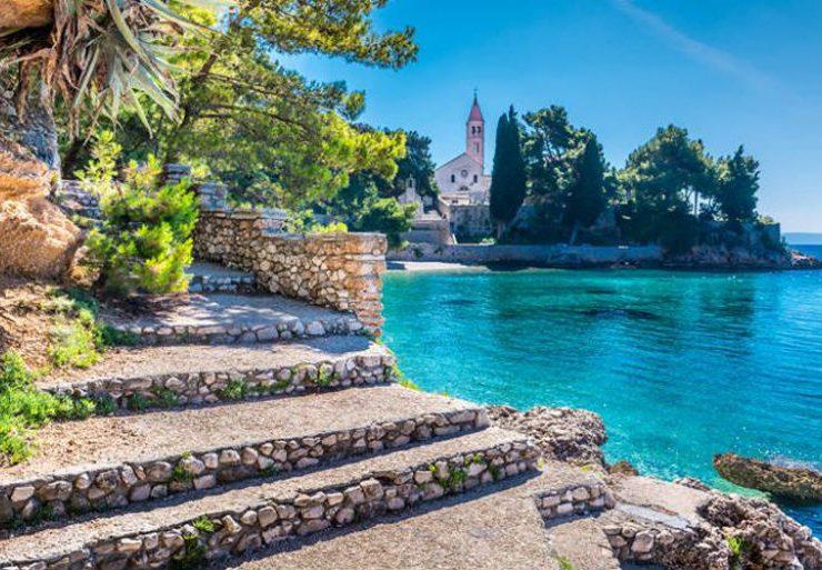 Μπολ, το μαγευτικό λιμάνι στο νησί Μπρακ στις ακτές της Κροατίας