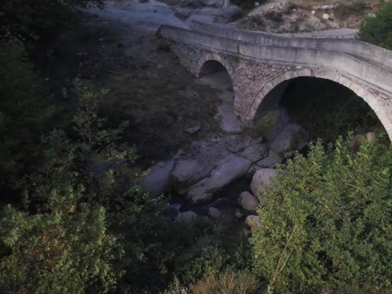 Μοναδικοί περίπατοι στα πέτρινα γεφύρια του Αχλαδοχωρίου Σερρών (video)