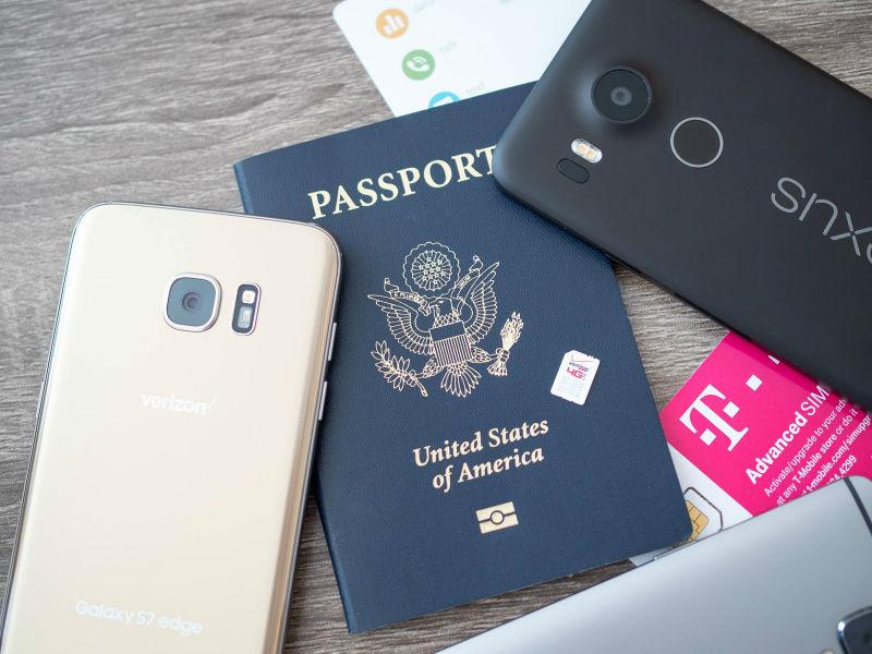 Τα βήματα που πρέπει να ακολουθήσετε αν σας κλέψουν το κινητό στο ταξίδι!